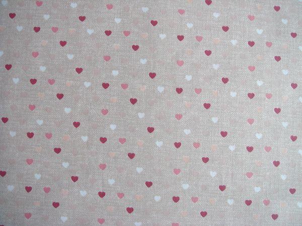 Látky vzor srdce   Látka béžová farebné srdiečka cff2ee1424e