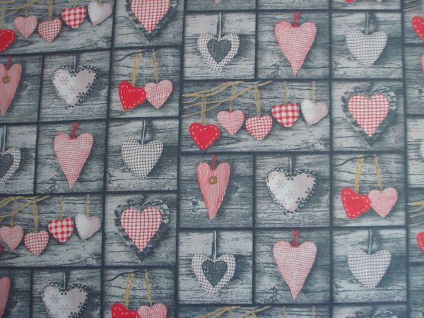 2aebb50d3ea1 Látky romantický vzor   Látka sivá patchwork so srdiečkami